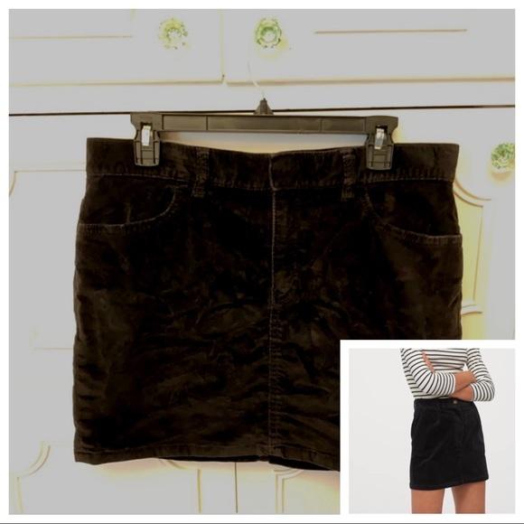 GAP Dresses & Skirts - Gap Black Velvet Corduroy Skirt